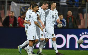 ZENICA, BOSNIA AND HERZEGOVINA - NOVEMBER 15:  Andrea Belotti of Italy celebrates with Federico Bernardeschi and Lorenzo Insigne after scoring the third goal during the UEFA Euro 2020 Qualifier between Bosnia and Herzegovina and Italy on November 15, 2019 in Zenica, Bosnia and Herzegovina.  (Photo by Claudio Villa/Getty Images)