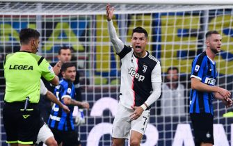 Juventus' Portuguese forward Cristiano Ronaldo (C) reacts during the Italian Serie A football match Inter vs Juventus on October 6, 2019 at the San Siro stadium in Milan. (Photo by Alberto PIZZOLI / AFP) (Photo by ALBERTO PIZZOLI/AFP via Getty Images)