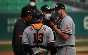 """INCHEON, SOUTH KOREA - MAY 05: (EDITORIAL USE ONLY) Pitcher Warwick Saupold of Hanwha Eagles talks with coach during the Korean Baseball Organization (KBO) League opening game between SK Wyverns and Hanwha Eagles at the empty SK Happy Dream Ballpark on May 05, 2020 in Incheon, South Korea. The 2020 KBO season started after being delayed from the original March 28 Opening Day due to the coronavirus (COVID-19) outbreak. The KBO said its 10 clubs will be able to expand their rosters from 28 to 33 players in 54 games this season, up from the usual 26. Teams are scheduled to play 144 games this year. As they prepared for the new beginning, 10 teams managers said the season would not be happening without the hard work and dedication of frontline medical and health workers. South Korea is transiting this week to a quarantine scheme that allows citizens to return to their daily routines under eased guidelines. But health authorities are still wary of """"blind spots"""" in the fight against the virus cluster infections and imported cases. According to the Korea Center for Disease Control and Prevention, 3 new cases were reported. The total number of infections in the nation tallies at 10,804. (Photo by Chung Sung-Jun/Getty Images)"""