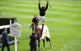 ASCOT, ENGLAND - JUNE 18:  Frankie Dettori does a flying dismount from Stradivarius after winning the Gold Cup on Day Three of Royal Ascot 2020 at Ascot Racecourse on June 18, 2020 in Ascot, England. (Photo by Julian Finney/Getty Images)