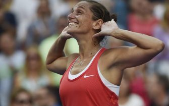epa04926008 Roberta Vinci of Italy reacts after defeating Serena Williams of the US during their Semifinals round match on the twelfth day of the 2015 US Open Tennis Championship at the USTA National Tennis Center in Flushing Meadows, New York, USA, 11 September 2015. The US Open runs through 13 September, which is a return to a 14-day schedule.  EPA/JOHN G. MABANGLO