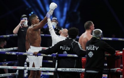 Pesi massimi, Joshua annienta Pulev: sfiderà Fury