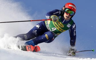 epa08883299 Federica Brignone of Italy in action during the Women's Giant Slalom race at the FIS Alpine Skiing World Cup in Courchevel, France, 14 December 2020.  EPA/SEBASTIEN NOGIER