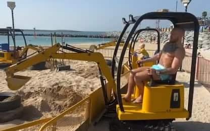 McGregor, ruspa in spiaggia dopo il ko. VIDEO