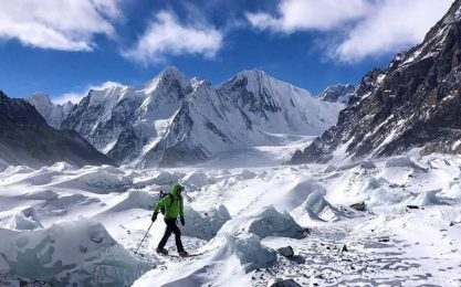 K2, dispersi tre alpinisti. Salva un'italiana