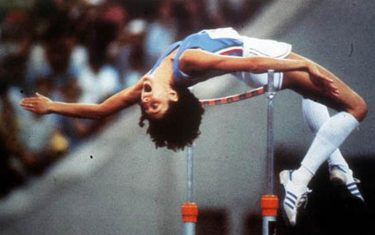 Sara Simeoni, in una foto di archivio, oro per il salto in alto, alle Olimpiadi di Mosca 1980.  ANSA ARCHIVIO