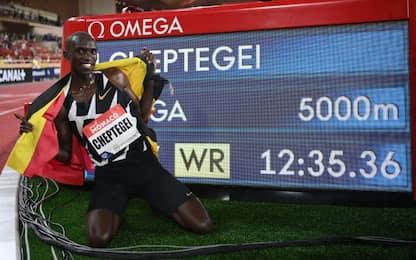 Cheptegei batte il record mondiale dei 5000 metri