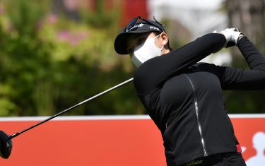 South Korean golfer Kang Ji-won tees off while wearing a face mask on the 10th hole during a practice session ahead of the 42nd KLPGA Championship at Lakewood Country Club in Yangju, northeast of Seoul, on May 13, 2020. - Leading professional golfers will return to competitive action for the first time in months after the coronavirus shutdown when three of the world's top 10 women tee off in South Korea on May 14. (Photo by Jung Yeon-je / AFP) (Photo by JUNG YEON-JE/AFP via Getty Images)