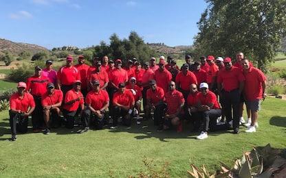 Woods commosso per l'omaggio in rosso del golf