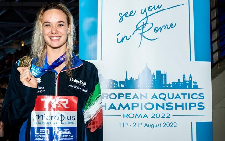Margherita Panziera con la medaglia d'oro al collo (foto deepbluemedia.eu)