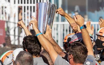 Coppa e champagne: che festa di Luna Rossa! FOTO