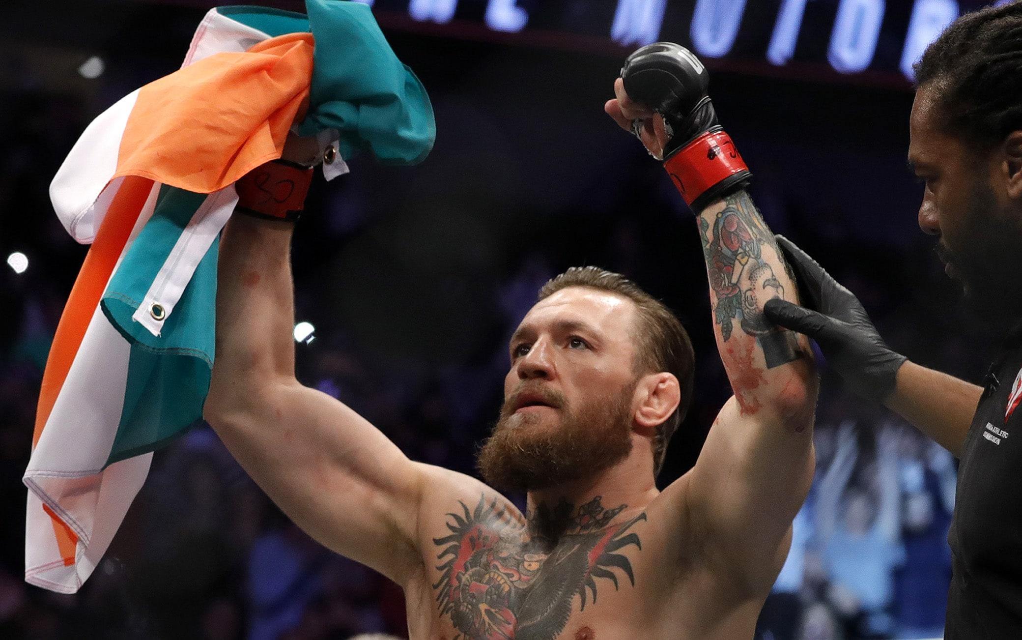 McGregor esulta dopo la vittoria contro Cerrone