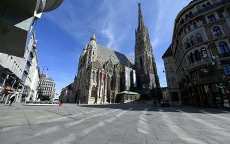 A picture taken on March 16, 2020 shows a view of Stephan square in the center of Vienna, where activities came to a halt due to the novel coronavirus. (Photo by HELMUT FOHRINGER / APA / AFP) / Austria OUT (Photo by HELMUT FOHRINGER/APA/AFP via Getty Images)