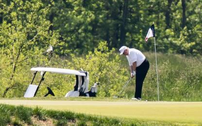 Trump torna a giocare a golf. FOTO