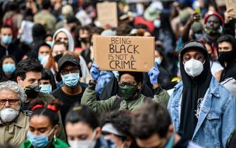 Foto Claudio Furlan - LaPresse 07 Giugno 2020 Milano (Italia) News Black Lives Matter - Manifestazione in Piazza Duca d\'Aosta in memoria di George Floyd e contro il razzismoPhoto Claudio Furlan - LaPresse07 June 2020 Milan (Italy)NewsBlack Lives Matter Demonstration in Piazza Duca d\'Aosta