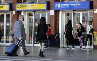 People at the Termini train station during the first day of reopening for travel between Regions, Rome, Italy, 3 June 2020. ANSA/RICCARDO ANTIMIANI