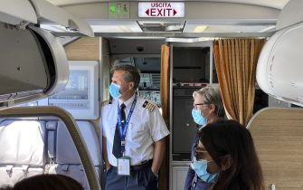 MILAN, ITALY - JUNE 03:  Pilot and hostess greeting the passengers of the first flight after the lockdown on June 03, 2020 in Milan, Italy. Flights have started again from the ease of the Covid-19 lockdown on June 3rd.  (Photo by Lorenzo Palizzolo/Getty Images)