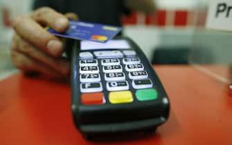 Fisco, detrazioni fiscali per chi usa il bancomat