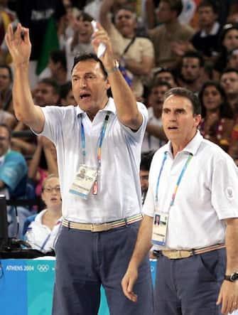 atene 2004 basket 19-08-2004preliminari italia-spagnanella foto dino meneghin e carlo recalcatifoto elio castoria