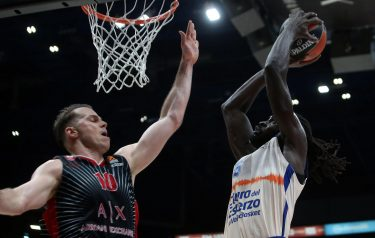 Valencia Baskets Maurice Ndour (R) drives up to the basket against  Ax Armani Exchange Milan?s Michael Roll during their Euroleague basketball match at the Assago Forum, Milan, Italy, 19 December  2019. ANSA / MATTEO BAZZI