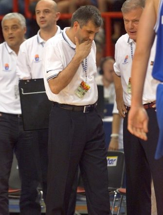 Yougoslav coach Zelijko Obradovic looks dejected after the Euro 99 Basketball championships semi final game between Italy and Yugoslavia 02 July 1999 in Paris. Italy won 71 to 62 and qualified for the final. (ELECTRONIC IMAGE) (Photo by Jacques DEMARTHON / AFP) (Photo by JACQUES DEMARTHON/AFP via Getty Images)