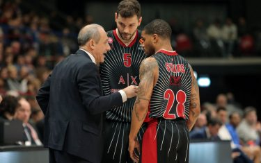 Ax Armani Exchange Milan?s head coach Ettore Messina (L) speaks with Ax Armani Exchange Milan?s Vladimir Micov (C) and his teammate Keifer Sykes during the Euroleague basketball match with Zenit St Petersburg at the Assago Forum, Milan, Italy, 03 January  2020. ANSA / MATTEO BAZZI