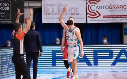 Cantù vince il derby con Varese sempre più ultima