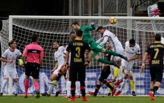Benevento's goalkeeper Alberto Brignoli (C) scores the goal during the Italian Serie A soccer match Benevento Calcio vs AC Milan at Ciro Vigorito stadium in Benevento, Italy, 03 December 2017.