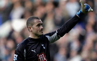 LONDON - MARCH 17:  Goalkeeper Paul Robinson of Tottenham salutes the fans with a thumbs up at the end during the Barclays Premiership match between Tottenham Hotspur and Watford at White Hart Lane on March 17, 2007 in London, England.  (Photo by Christopher Lee/Getty Images)