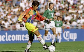 14 Jan 1996:  Jorge Campos of Mexico runs down the field during a Gold Cup game against Guatemala in San Diego, California.  Mexico won the game 1-0. Mandatory Credit: Stephen Dunn  /Allsport