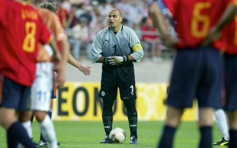 JEONJU, SOUTH KOREA - JUNE 07:  FUSSBALL: WM 2002 in JAPAN und KOREA, Jeonju, 07.06.02/Match 22, GRUPPE B/SPANIEN - PARAGUAY (ESP - PAR) 3:1, TORWART Jose Luis CHILAVERT/PAR  (Photo by Andreas Rentz/Bongarts/Getty Images)
