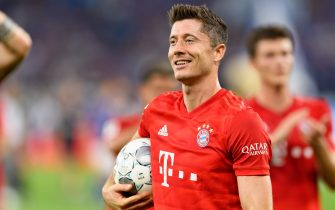 GELSENKIRCHEN, GERMANY - AUGUST 24 : Robert Lewandowski of FC Bayern Muenchen looks on during the Bundesliga match between FC Schalke 04 and FC Bayern Muenchen at Veltins-Arena on August 24, 2019 in Gelsenkirchen, Germany. (Photo by TF-Images/Getty Images)