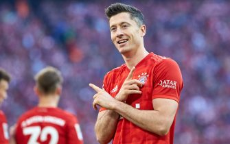 MUNICH, GERMANY - OCTOBER 26: Robert Lewandowski of FC Bayern Muenchen celebrates after scoring his team's second goal during the Bundesliga match between FC Bayern Muenchen and 1. FC Union Berlin at Allianz Arena on October 26, 2019 in Munich, Germany. (Photo by TF-Images/Getty Images)