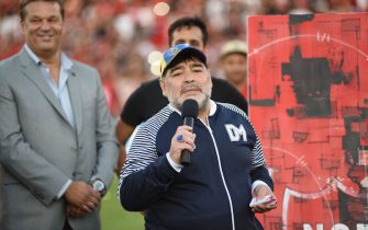 ROSARIO, ARGENTINA - OCTOBER 29: Diego Armando Maradona coach of Gimnasia speaks after receiving a gift from the fans and executives of Newells before a match between Newell's Old Boys and Gimnasia y Esgrima La Plata at Marcelo Bielsa Stadium on October 29, 2019 in Rosario, Argentina. (Photo by Luciano Bisbal/Getty Images)