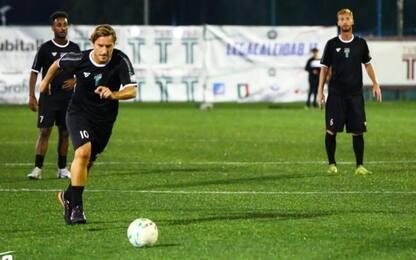 Totti continua a stupire: gol da centrocampo
