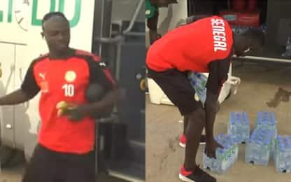 Mané campione d'umiltà: il gesto in Senegal. VIDEO
