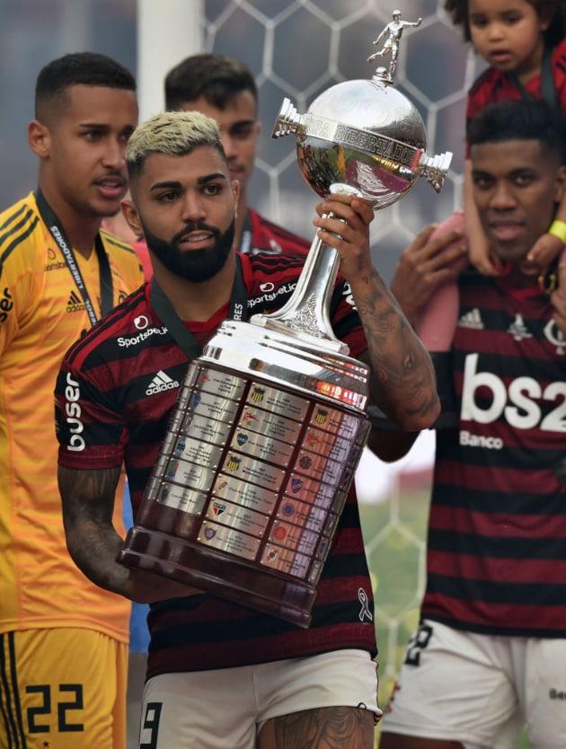 Gabigol con la Copa Libertadores