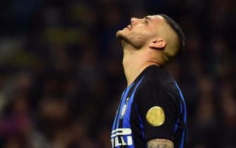 MILAN, ITALY - MAY 13:  Mauro Icardi of FC Internazionale disappointed during the Serie A match between FC Internazionale and Chievo at Stadio Giuseppe Meazza on May 13, 2019 in Milan, Italy.  (Photo by Pier Marco Tacca/Getty Images)