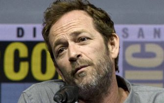 epa07413599 (FILE) -  Luke Perry speaks during a panel presentation at Comic Con International in San Diego, California, USA, 22 July 2018 (reissued 04 March 2019). According to media reports, Luke Perry has died aged 52 on 04 March 2019 after suffering a stroke.  EPA/DAVID MAUNG