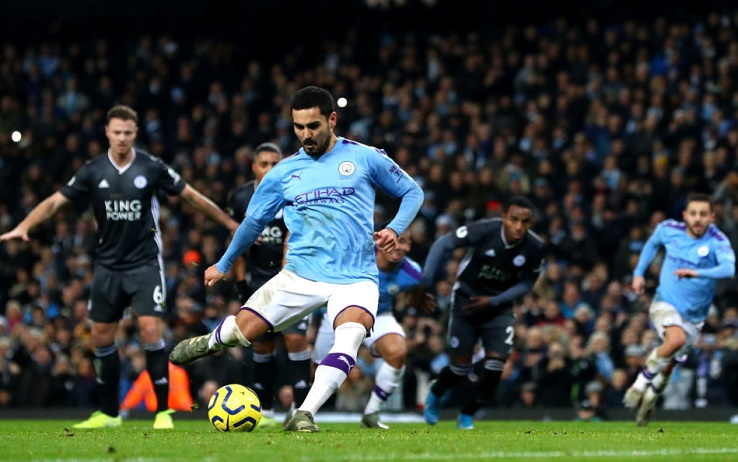 MANCHESTER, ENGLAND - DECEMBER 21: Ilkay Gundogan of Manchester City scores a penalty for his team during the Premier League match between Manchester City and Leicester City at Etihad Stadium on December 21, 2019 in Manchester, United Kingdom. (Photo by Chloe Knott - Danehouse/Getty Images)