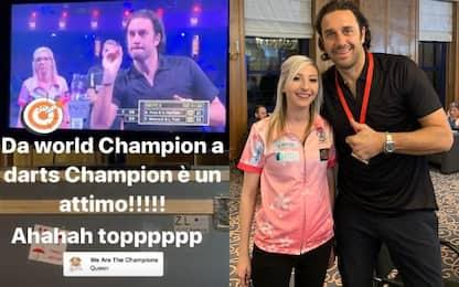 Toni cambia sport: campione anche con le freccette