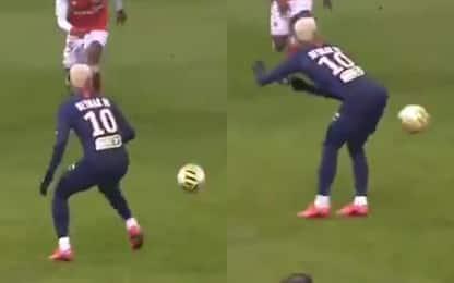 Neymar, che fai? Il passaggio è geniale. VIDEO