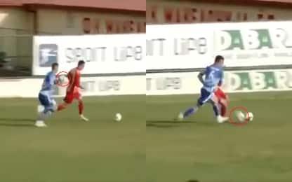 Ferma l'avversario con un altro pallone. VIDEO
