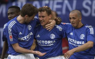 MUNICH - APRIL 13:  Ebbe Sand of Schalke celebrates scoring the 2nd goal with (l) Sven Vermant and (r) Sergio Pinto during the Bundesliga match between FC Schalke 04  and FC Energie Cottbus on April 13, 2003 at The Arena Aufschalke in Gelsenkirchen, Germany.  (Photo by Stuart Franklin/Getty Images)