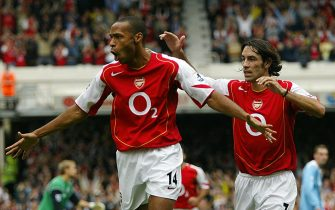 LONDON, UNITED KINGDOM:  Arsenal's French forward Thierry Henry (L)  celebrates his goal against Bolton Wanderers with team mate Robert Pires  during a premier league match at Highbury in north London, 18 September  2004. AFP PHOTO / ODD ANDERSEN         - - No telcos,website use to description of license with FAPL on, www.faplweb.com - -  (Photo credit should read ODD ANDERSEN/AFP via Getty Images)