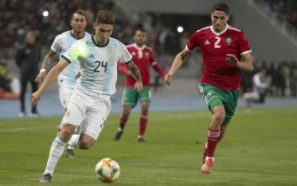 epa07465629 Moroccan player ACHRAF HAKIMI (R) is competing for the ball with Argentine player GONZALO MONTIEL (L) during the International Friendly soccer match between Morocco and Argentina at Ibn Battuta stadium in Tangier, Morocco, 26 March 2019.  EPA/JALAL MORCHIDI