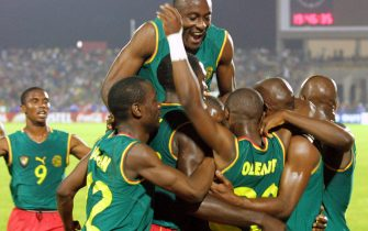 BAM05 - 20020207 - BAMAKO, MALI : Cameroon players jubilate after Salom Olembe (20) scored against Mali 07 February 2002 during their African Nations Cup semi-final match in Bamako 07 February 2002.  EPA PHOTO AFPI/FRANCK FIFE