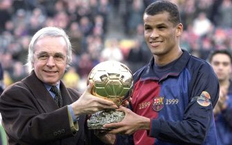 "B07 - 20000123 - BARCELONA, SPAIN: The director of sports magazine ""France Football"", Gerard Ernault (left), awards FC Barcelona's Brazilian forward Vitor Borba Ferreira, better known as Rivaldo, with the Golden Ball as Europe's best Soccer Player of the Year 1999, prior to the Primera Division match against Racing Santander, Sunday, 23 January, 2000. (digital image)  EPA PHOTO EFE/ANDREU DALMAU"
