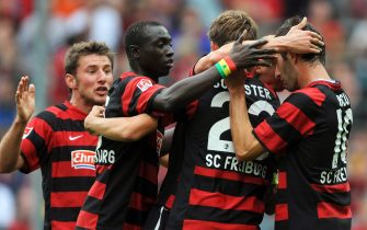 epa02883440 Freiburg's Oliver Barth (2nd R, hidden) celebrates with his teammates (L-R) Stefan Reisinger, Papiss Cisse, Julian Schuster and Maximilian Nicu after scoring the opening goal during the German Bundesliga soccer match between SC Freiburg and VfL Wolfsburg in?Freiburg, Germany, 27 August 2011.