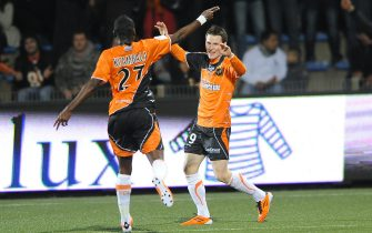FOOTBALL - FRENCH CHAMPIONSHIP 2010/2011 - L1 - FC LORIENT v GIRONDINS BORDEAUX - 19/02/2011 - PHOTO PASCAL ALLEE / DPPI - JOY KEVIN GAMEIRO (FCL) AFTER HIS SECOND GOAL. HE IS CONGRATULATED BY LYNEL DARCY KITAMBALA